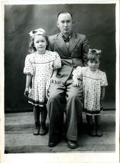 http://rustik68.narod.ru/familyarchiv/Nazyrovy_Namangan-1952fm.jpg